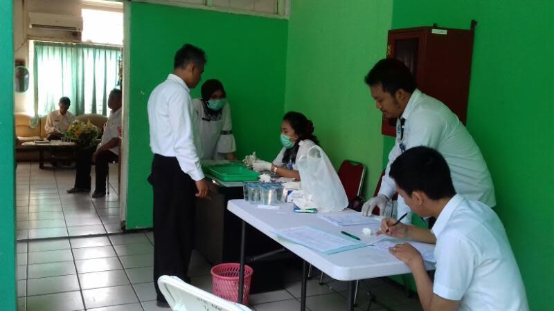 Hasil gambar untuk tes urine pejabat karawang