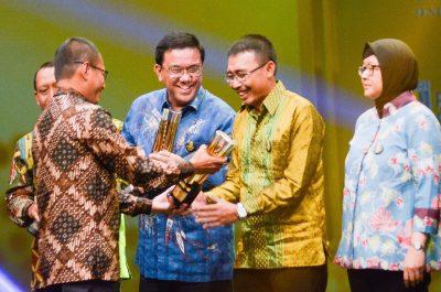 IMG-20171120-WA0015-400x265 Miliki Produk Berkualitas, Pupuk Kujang Raih Penghargaan Gold Di SNI Award 2017